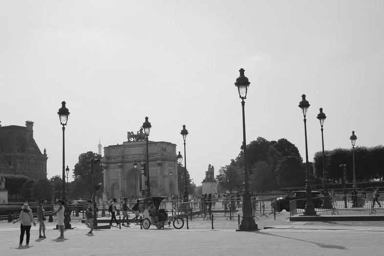 Arc De Triomphe Bicycle City Lampadaire Large Group Of People People Sky Street Light