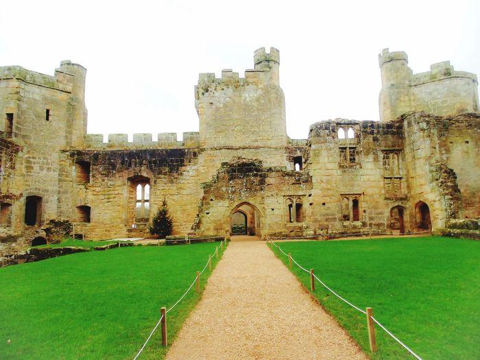 BodiamCastle Uk Eastsussex Castles Traveling Travel