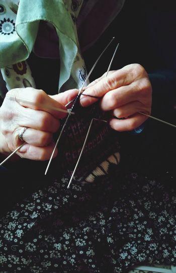 Çalışan eller çalışan Eller, çorap örme Orgu şiş örgü EyeEm Selects Human Hand Working Workshop Skill  Craftsperson Sewing Business Finance And Industry Knitting Needle Expertise Art And Craft