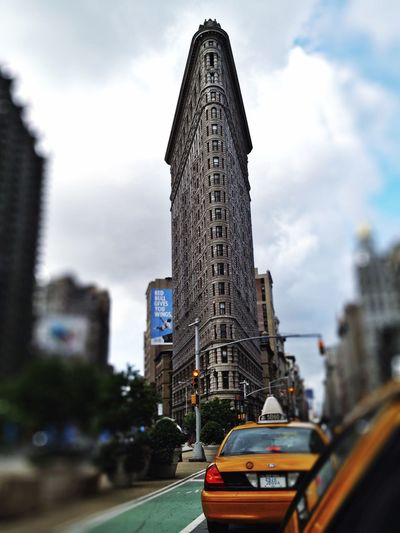 Sunday lunchtime memories of my first visit to New York🌹... Happy Sunday to all of you 🚕💨 GetYourGuide Cityscapes Enjoying Life Tadaa Friends Tadaa Community Tadaa EyeEm Flatiron Building