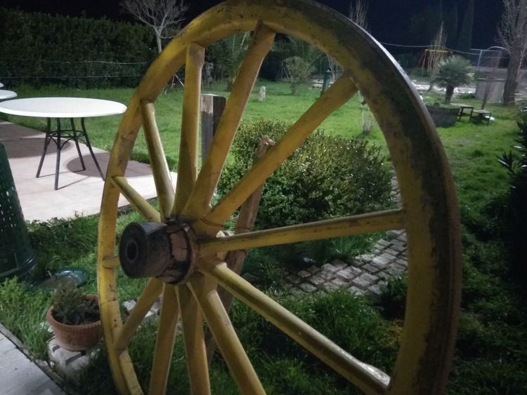 Wheel Old Wood - Material Wagon Wheel Old-fashioned Close-up Spoke Watermill Outdoors