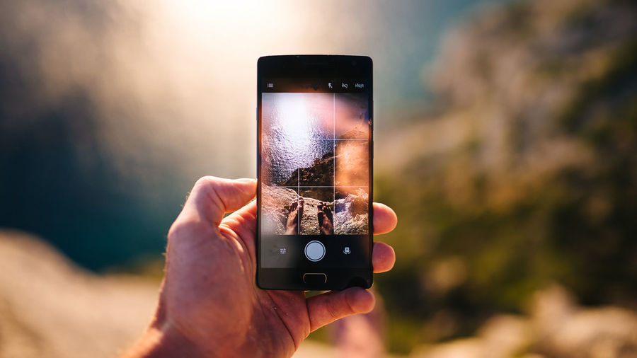 EyeEm Selects Photography Themes Smart Phone Photographing Portable Information Device Wireless Technology Human Hand Photo Messaging Human Body Part Mobile Phone Holding Technology Communication Only Men Device Screen One Person Selfie Adult People One Man Only Close-up