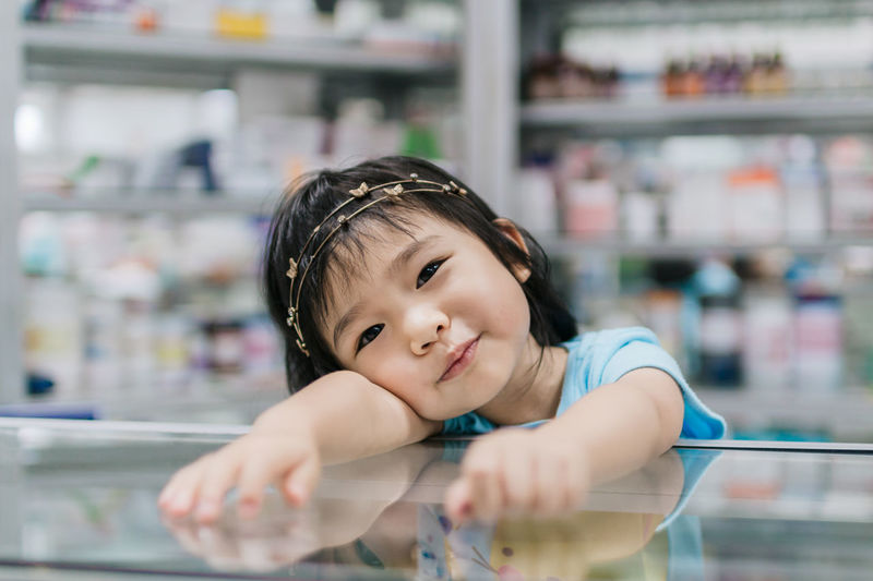 Boys Childhood Close-up Cute Day Elementary Age Focus On Foreground Girls Indoors  Lifestyles Looking At Camera One Person Portrait Real People Smiling Asian Girl Fresh On Market 2017
