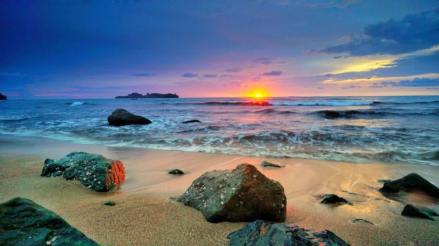 Pantai Air Manis ( Air Manis beach ), Padang, Sumatera Barat, Indonesia. Shot By Aif Wibowo Photography By @jgawibowo Photography By Jgawibowo Beach Beach Photography Sunset_collection Sunset_captures Sunset SumateraBarat INDONESIA Indonesia_photography Scenic View Scenic Photograghy Landscape_Collection Seascape Seascape Photography Scenics Like Like4like