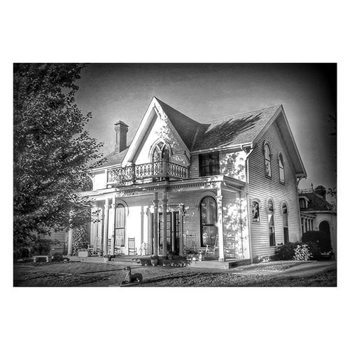 Black and white shot of the birthplace of Amelia Earhart in Atchison Kansas...... Ks_pride Atchison Kansasphotos Kansasphotographer World_bnw Wow_america_bnw Blackandwhitekansas Blackandwhite Blackandwhitephotography America Avatar Airplanes Bnw_life Bnw_nature Bnw Bnw_captures Fuckyeah Monochrome Googleplus GooglePhoto Whynot