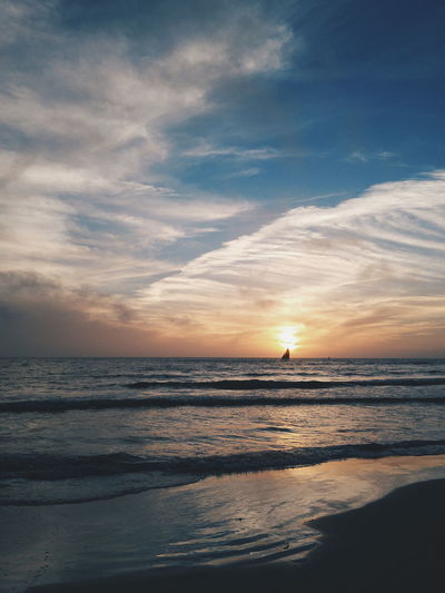 Hanging Out Taking Photos Relaxing Hello World Enjoying Life Travel Natureshots VSCO Vscocam USA Siestakey Beach Silhouette Sunsets Gettyimages Getty Gettyimagesgallery Getty X EyeEm Publish