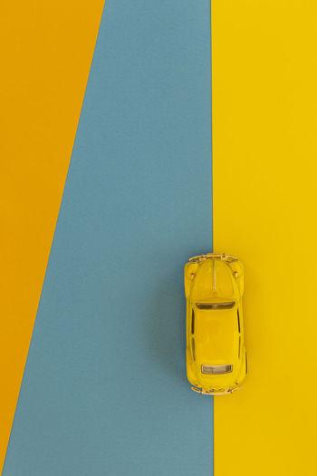 Vía alterna Yellow Blue Colored Background Close-up Studio Shot Simplicity Vibrant Color Geometric Shape Shape Multi Colored Blue Background Yellow Background