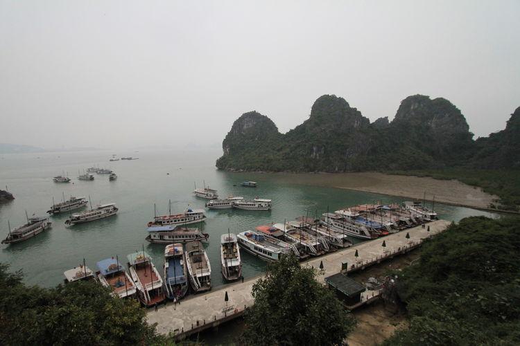 2016 Boat Halong Bay Vietnam Outdoors Sea Sky Traveling Vietnamese