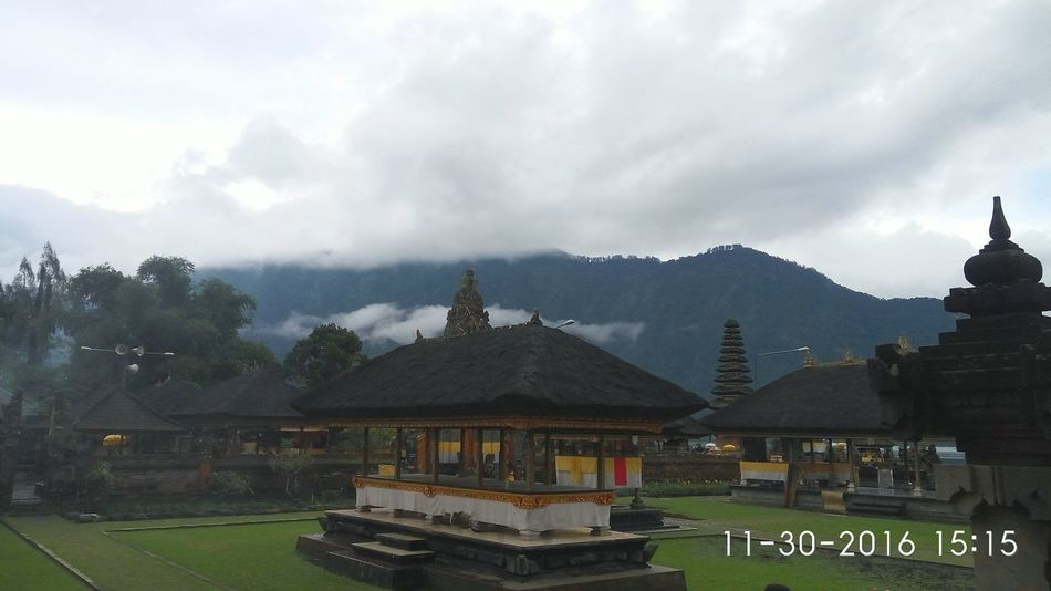 Pura ulun danu Bedugul Architecture Travel Destinations Cloud - Sky Mountain Nature Travel Lake Bali, Indonesia Place Of Worship Spirituality Architecture Temples Ulundanuberatan Bali Sky Tree Building Exterior No People Outdoors Landscape Nature Day Water