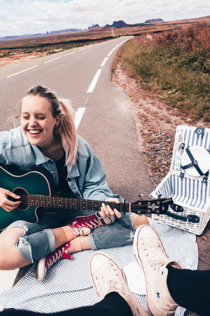 roadtrip in the usa! Photoshop On The Road Happy VSCO Fresh On Eyeem  Summer Road Tripping Young Women Photography Themes Women Selfie Portrait Sand Beach Smiling Happiness Adventure Road Trip Self Portrait Photography The Portraitist - 2018 EyeEm Awards The Traveler - 2018 EyeEm Awards