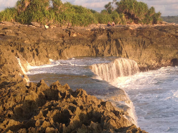 Crashing waves and waterfalls on the cliffs at Devil's Tears at sunset, Nusa Lembongan, Bali, Indonesia Bali Bali, Indonesia Beach Beach Photography Beautiful Beauty In Nature Breathtaking Breathtaking View Cliffs Cliffside Devils Tears Evening Light Motion Motion Capture Nature Photographer Nusalembongan Ocean Ocean Photography Power In Nature Stunning Sunset Waterfalls
