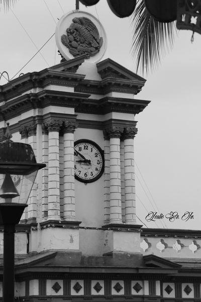 Leslie_Gr_In Blanco Y Negro Streetphotography Colima Comala Mexico Photography Pueblo Pueblomagico Streetphoto_bw Reloj