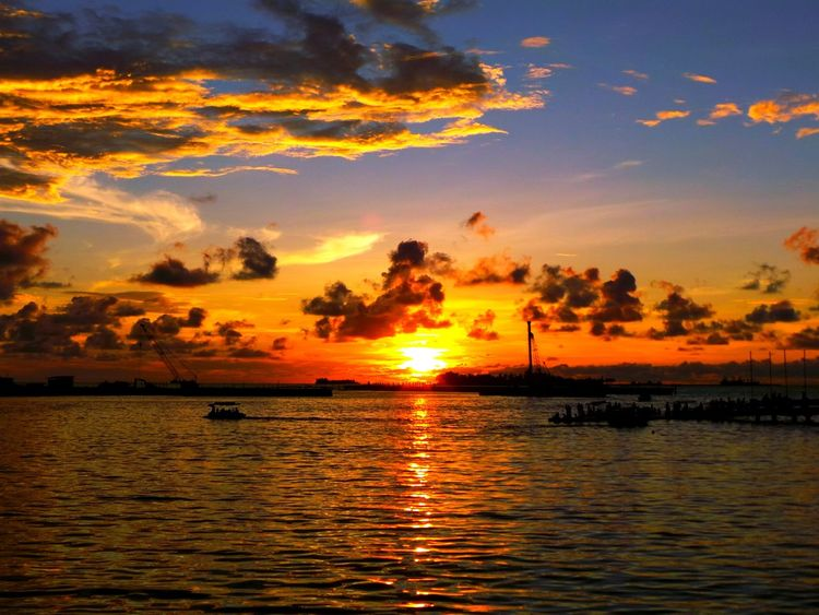EyeEmNewHere Sunset Reflection Orange Color Cloud - Sky Dramatic Sky Beauty In Nature Silhouette Sea Sun nature_collection eyeemnaturelover nature Naturephotography Sunsetlover Makassarcity Sunser Silhouettes Sunset_captures Nature_collection Indonesian Street (Mobile) Photographie Losari Beach Been There.