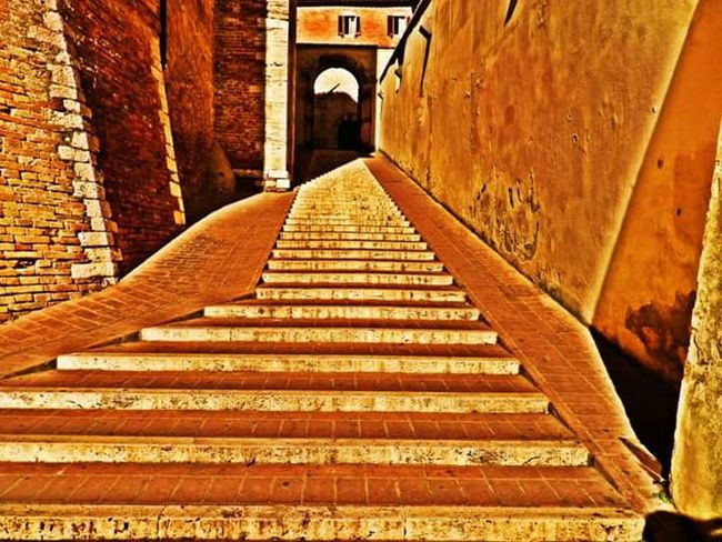 Sun Perugia Italy Perugia Something Light Streetphotography Walking Around The City  Walking Around Random Italia Italy Stares ARCHITECT Architecture