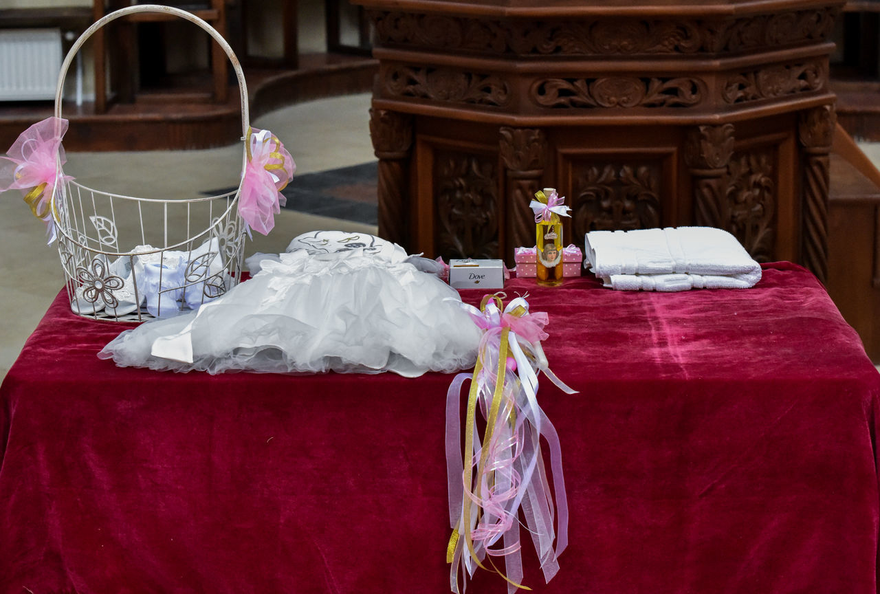 celebration, table, wedding, tradition, no people, wedding ceremony, tablecloth, indoors, life events, ceremony, day, close-up