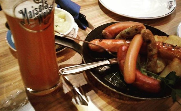 日本語で話せるって気楽~! 香港に住んでいるからならではのご縁🌸 Newfriends Japanese  繋がる 感謝 縁 玉さんに後半落ち込んでるのばれてるw 空気悪くて皆咳き込んでる😰 Anyway Sausages Potato Deutschland Beers Causewaybay  HongKong