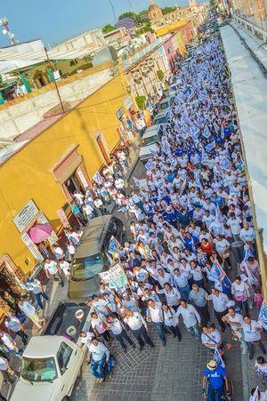 Arranque de Campaña Juan Rendón López Altura Campana Azul Gente Banderas CandidatoHonesto Juan Rendón Pan Abril