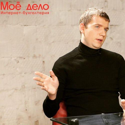 Андрей Кистенёв, который не имел опыта работы в логистике, в 2011 году создал компанию Shop-Logistics, которая теперь за год делает около миллиона доставок. Как ему это удалось? Какие потрясения происходят на рынке доставки? Что ждёт торговлю через интернет-магазины? Читаем, смотрим или слушаем здесь:http://www.moedelo.org/journal/andrey-kistenev/ @moedelo_org моёдело