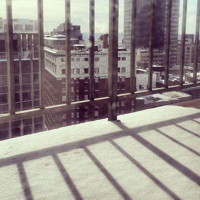 لو أستطيعُ لطِرْتُ إليكِ شَوقاً ، وكيفَ يطيرُ مقصوصُ الجناحِ ؟ USA Us Cleveland Ohio oh euclid 12th تصويري المصورون_العرب عدستي يومياتي ذكريات مبتعث احتراف طبيعة سياحة سفر saudiinus snow nature tower morning missing walking waiting lonely winter 2014