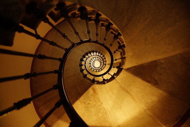 Lyon Frankreich France Spiral Staircase Steps And Staircases Architecture Spiral Staircase Built Structure Railing Indoors  No People Pattern Design Shape High Angle View Directly Below Geometric Shape Diminishing Perspective Circle Absence Wood - Material Building Classical Style Erntedank Erntedankfest
