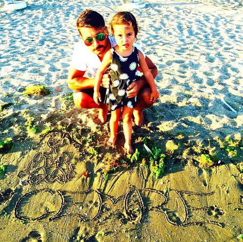ve ismini sahile kazımamız... Tatil Relaxing Kum Kumsal Sahil Sahilde Kızımla