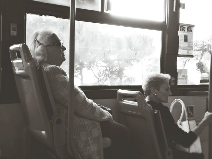 Hello World On The Bus Real People People Photography Old Woman Sitting Seduta Inside Bus Capture The Moment Bus Black And White Autobus Bus Signore Signora In Pensiero EyeEm Gallery EyeEm Best Edits EyeEm Best Shots Street Photography