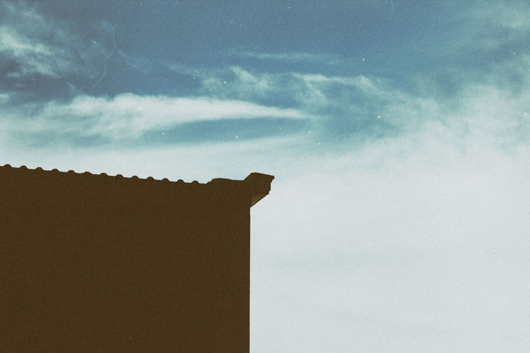 Minimalism Sky And Clouds Beauty In Nature Blue Cloud - Sky Day Low Angle View Minimalism Nature No People Outdoors Sky
