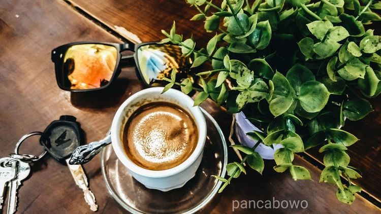 Coffee - Drink Coffee Cup Freshness Table No People Indoors  High Angle View Drink Day Pilotdroneciletcilet Photography Loveaceh Pancamedia Aceh, Indonesia Happiness Coffee Coffee Time Coffee ☕ Coffeebreak