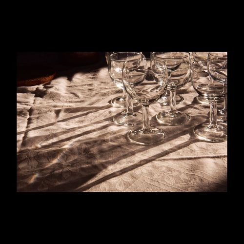 Verre Glasses Table EyeEmbestshots EyeEmBestPics Monochrome Wine Tasting Light And Shadow Darkness And Light Light In The Darkness