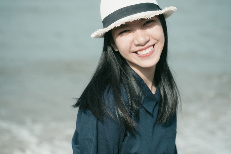 young hipster smiling Adult Beach Beautiful Woman Beauty Black Hair Cheerful Close-up Day Focus On Foreground Happiness Hat Headshot Long Hair Looking At Camera Nature One Person One Woman Only One Young Woman Only Outdoors People Portrait Real People Smiling Young Adult Young Women