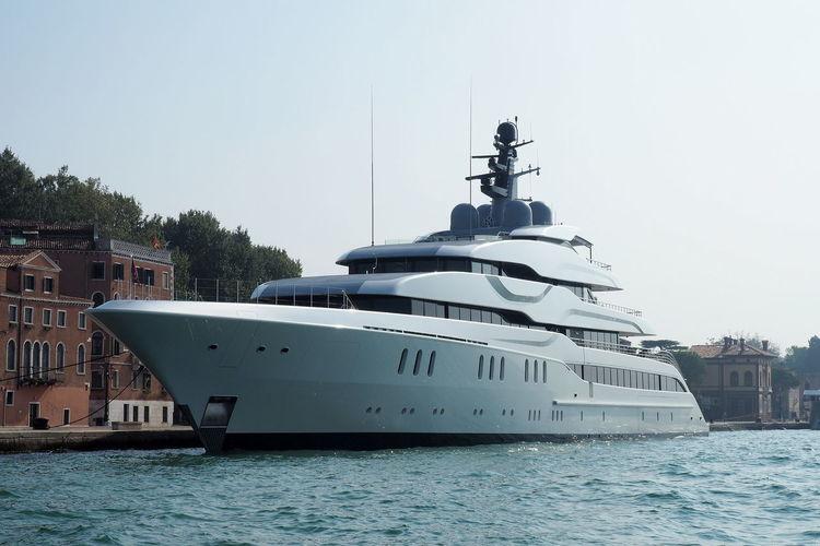 Water Yacht