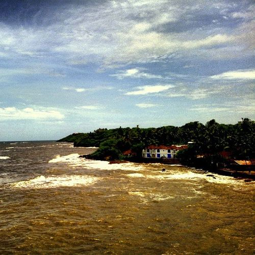 Dona paula before rains End Of Summer Before_rains Winds Sky Light Love Blue Trees Afternoon Photooftheday Beautiful Day Pretty Nature Weather Green Beauty Clouds Ahd Goa Mytraveldairies