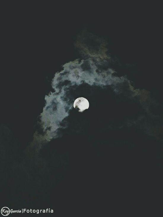 Taking Photos Hello World Eye4photography  Photography Popular Photos Vintage VSCO Cam Nigthlight Moon Luna
