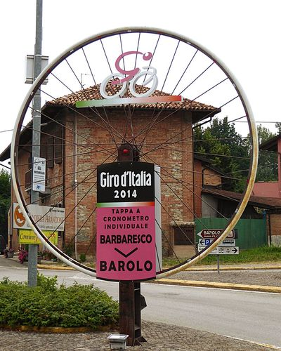 Italy🇮🇹 Giro D'Italia Monument Historique Outdoor Photography Wheel Details Of My Life Street Photography Streetdetail Fine Art Photograhy Colour Of Life Fine Art EyeEm Gallery Taking You On My Journey 😎 Sport On The Road Professionel Cycling Cyclingphoto Barolo
