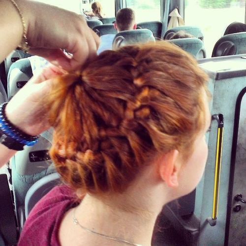 Warkocz Frenchbraid Korona Dobieraniec hair hairstyle redhead redhair girl having fun in da bus