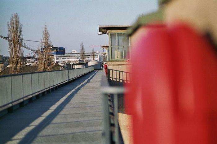 Bridge Red Focus On Background Fluchtpunkt Walkway