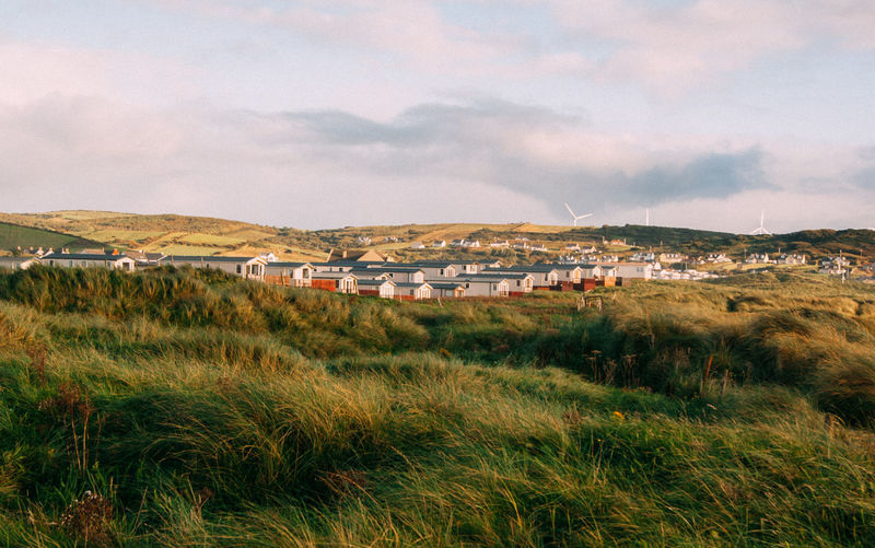 beach holiday houses in ireland EyeEmNewHere Holidays Ireland Ireland Landscapes Ireland🍀 Summer Views Vacations Wild Atlantic Way Beach Houses  Beauty In Nature Country House Countryside Grass House Irelandinspires Landscape Mountain Nature No People Scenery Scenics Sky Travel Destinations