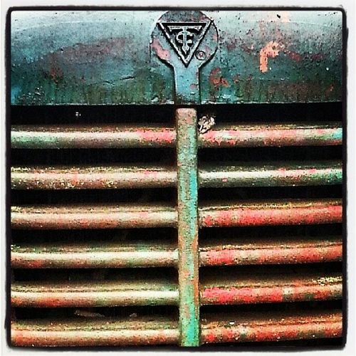 Tractor grill Rust Rusty Rustedtractor Southern timeforgotten tractor USA webstagram yesteryears