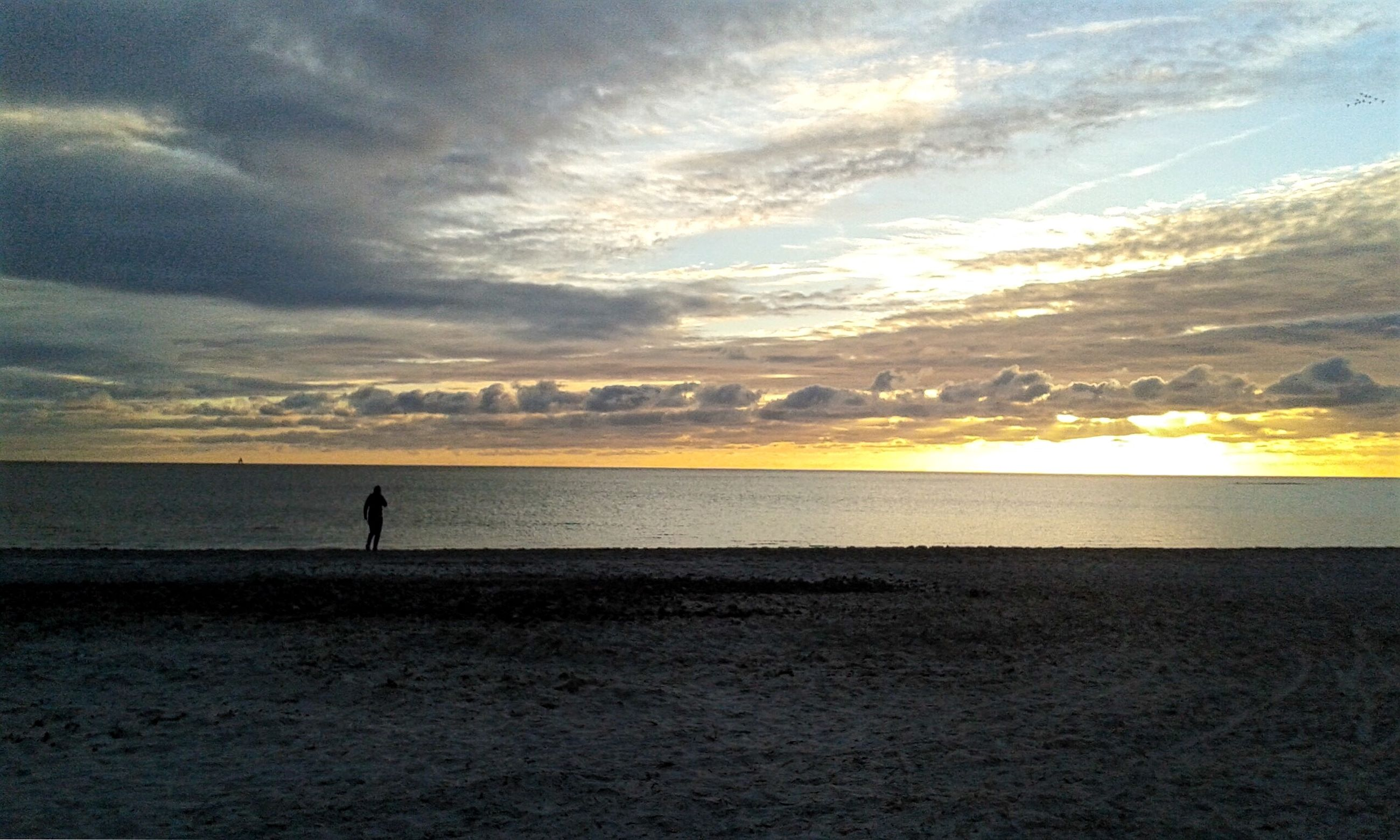 sea, horizon over water, sunset, water, sky, silhouette, beach, scenics, tranquil scene, tranquility, beauty in nature, cloud - sky, shore, nature, idyllic, cloud, unrecognizable person, leisure activity