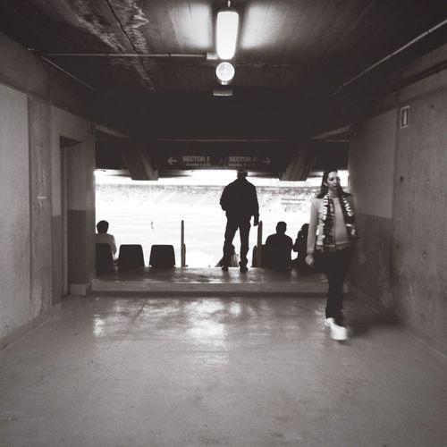 El túnel de aficionado Fubol Tenerife Estadio People Gente Blackandwhite Tunel Stadium Pass Aficion