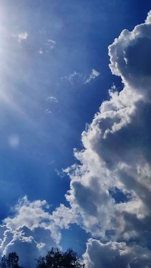 Let he light shine >n Blue Flying Sky Cloud - Sky Close-up Cloudscape Sky Only Dramatic Sky