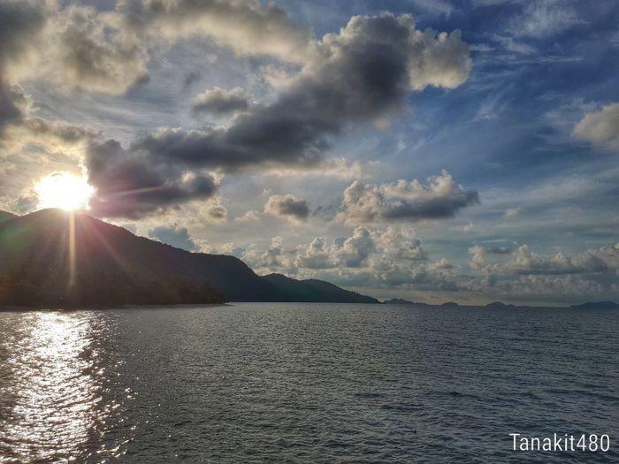 แสงจากยอดเขา Water Sunset Sunlight Sky Landscape Cloud - Sky Sun Sunrise First Eyeem Photo