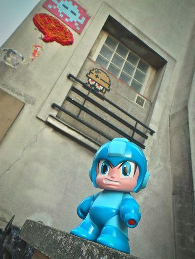 Megaman le Street Artiste! Megaman CAPCOM Kidrobot Artoyz Streetart Pixelart Paris