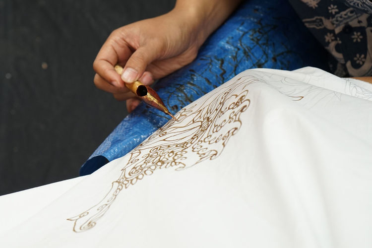 Making Indonesian batik Art And Craft Textile Textile Pattern Hand Human Hand Fashion Creativity Batik BatikIndonesia Batik Indonesia Batik Pattern Canting Cantingbatik