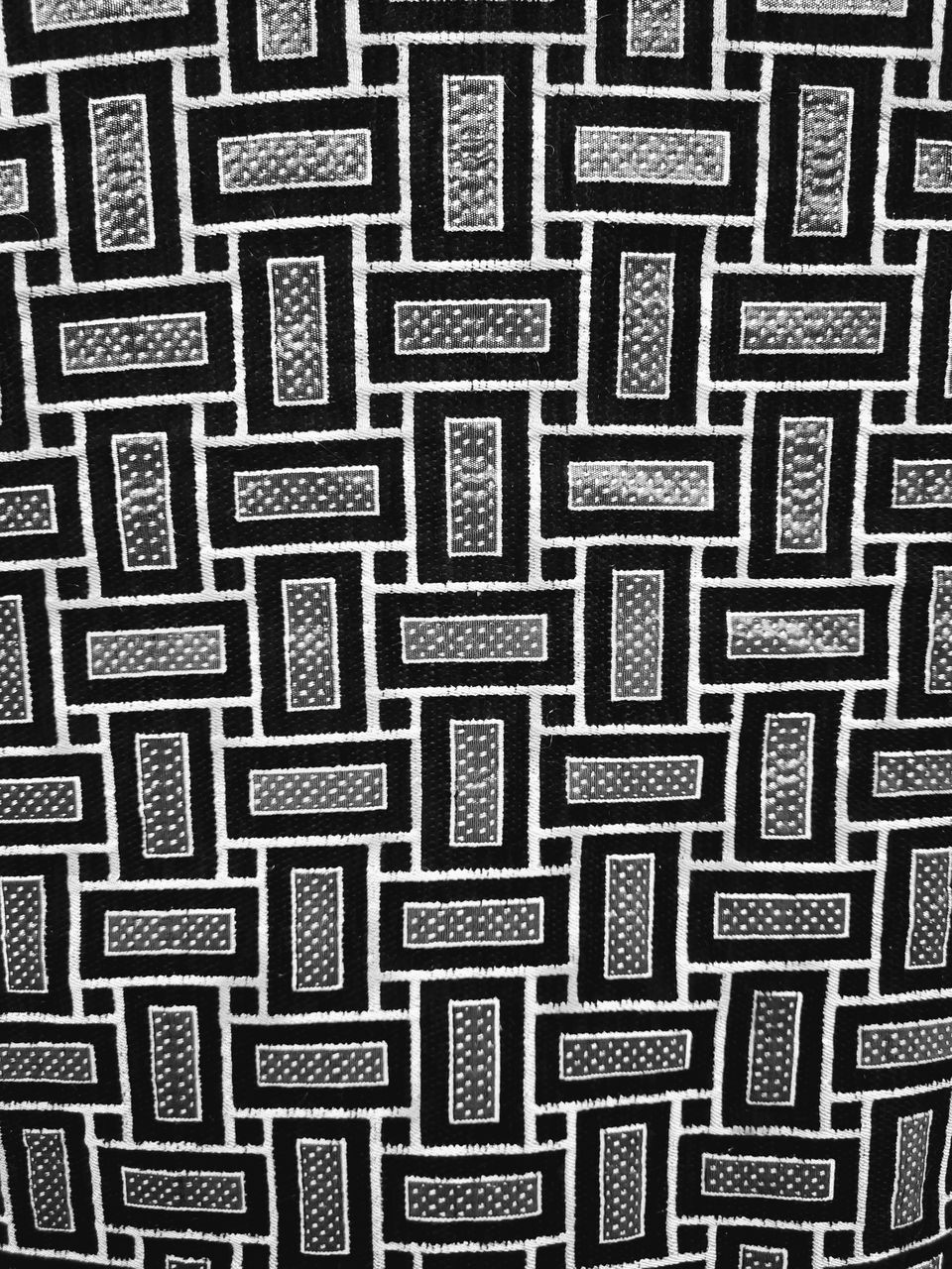 FULL FRAME SHOT OF ABSTRACT PATTERN ON WALL