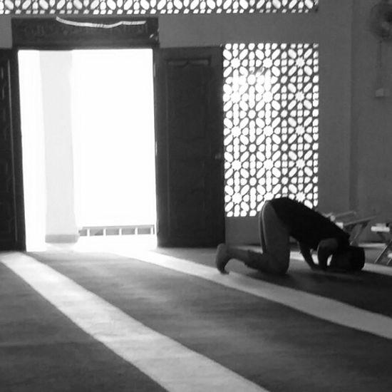 Sujud Solat Masjid