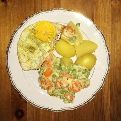 Food Potatoes Fried Egg Egg Sunny Side Up Vegetables Peas Carrots Food And Drink Plate Table Healthy Eating Cooked Meal Homemade Lunch Vegetarian Food Serving Size