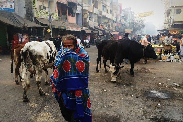 🇮🇳It's Hard to breathe India Delhi Street Real People Paharganj First Eyeem Photo Travel Backpacking