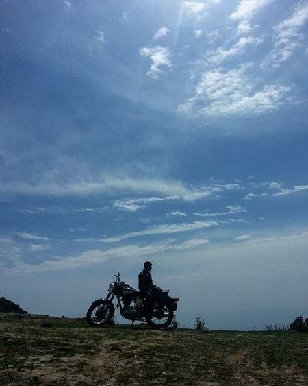 Trip on. @braveharbor Braveharbor Royalenfield Bullet Motorcycle Trip Ride Skies Blue Mountains Hills @incredibleuttarakhand @igersuttarakhand Dehradun Trek Himalayas Mobilephotography Indiapictures Biking India Royalenfieldbeasts RideOrDie Clouds Instaclouds Cloudscape