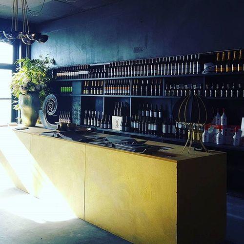 Vine/Wine Bar by AtelierCarlaZuzarte , @elektaresinas & AlfaiatedeInteriores @casaportodesignhouse CasaPorto2015